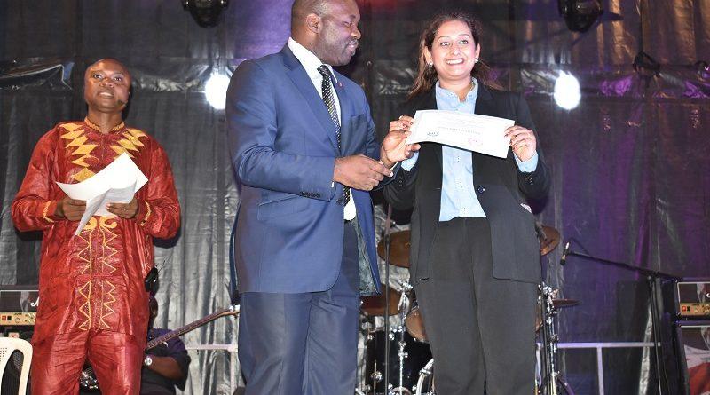 Pour récompenser son engagement auprès du gouvernement camerounais dans la promotion de l'entrepreneuriat chez les jeunes, l'entreprise a reçu du Minjec un certificat de citoyenneté.